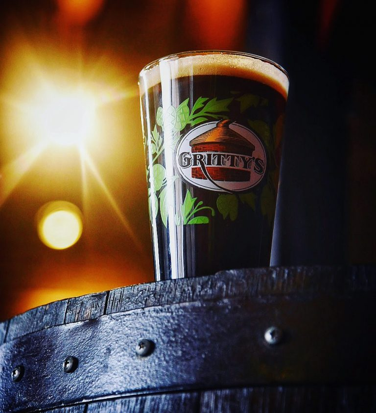 Maine Beer Photography, Gritty McDuffs, by Garrick Hoffman Photography